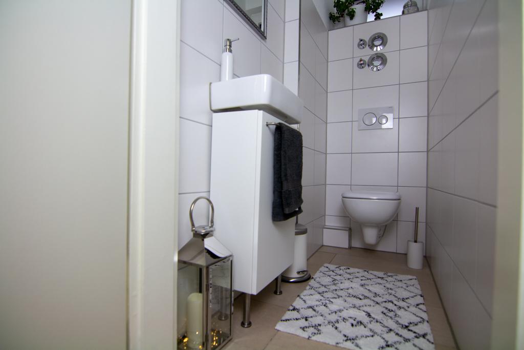 IKEA-Hack: Badezimmer Unterschrank für schmales Waschbecken